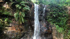 Conheça a Cachoeira Rocha Negra em Santarém com hospedagem no Hotel Açay
